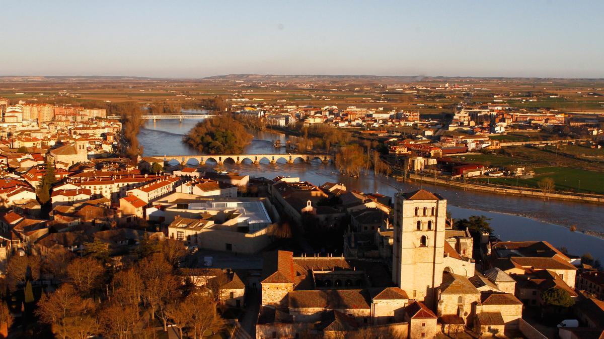 Estampa aérea de la ciudad de Zamora.