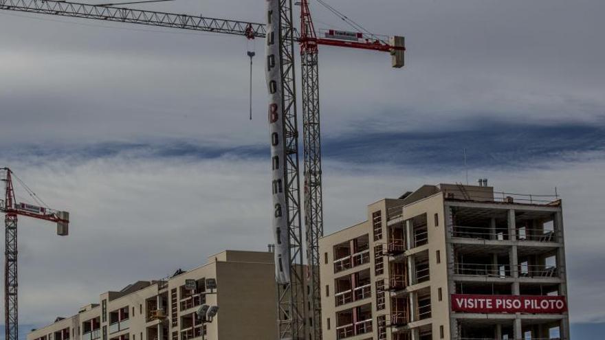 La compraventa de viviendas sube un 12,8% en Alicante, menos que en España