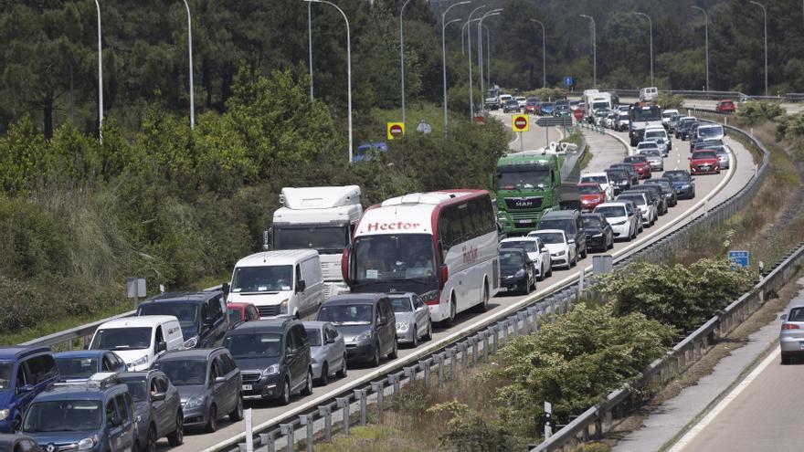 """En directo: sigue la evolución del gran atasco en la """"Y"""" que colapsó a miles de conductores asturianos"""