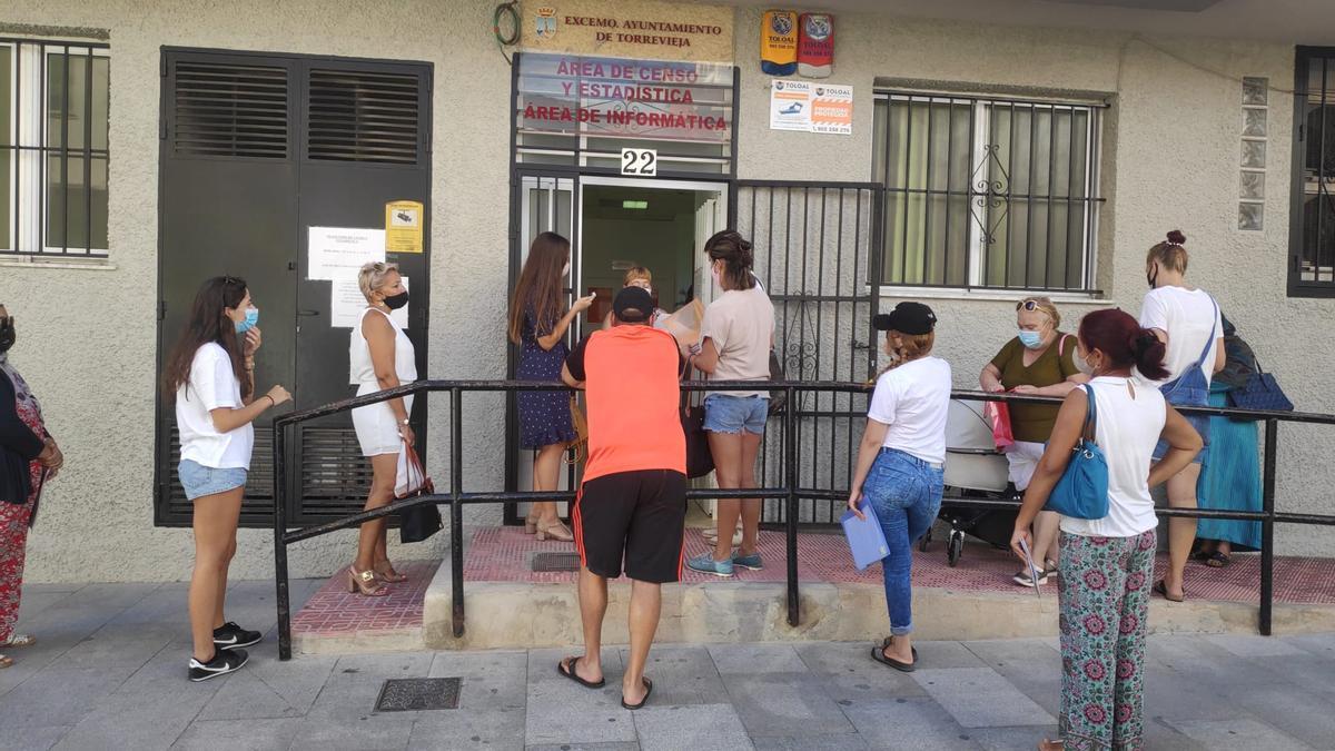 Acceso a la oficina del Censo y Estadística de Torrevieja.
