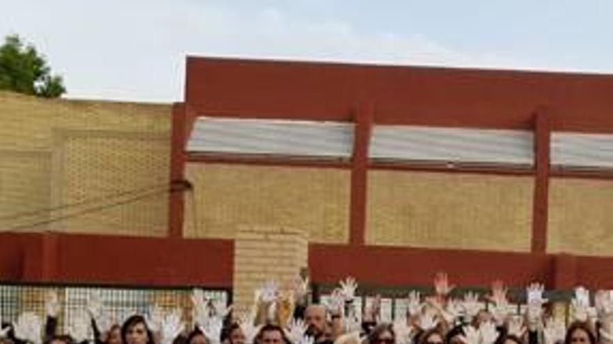 Un padre tira al suelo de una bofetada al jefe de estudios del colegio Gloria Fuertes en Alicante