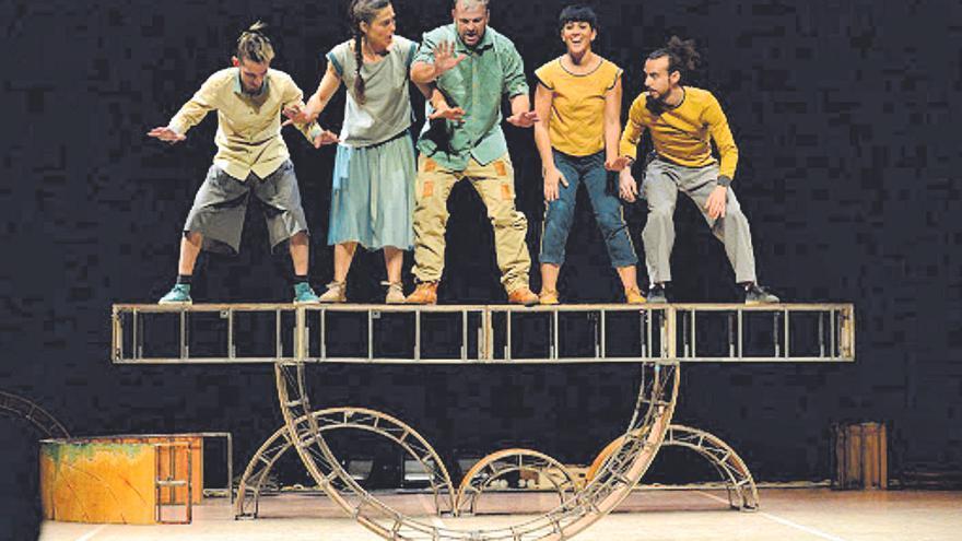 Los equilibrios de los andaluces Vaivén llegan este domingo al Teatro Villa