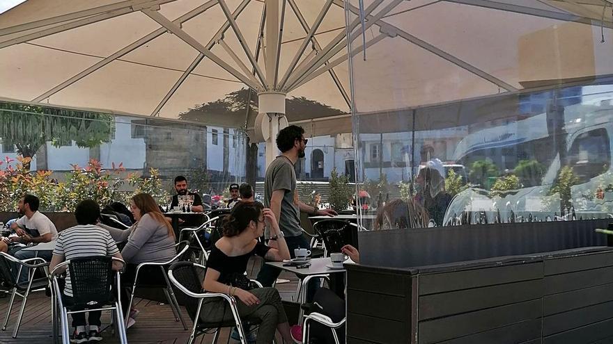 Betanzos actualiza la ordenanza de terrazas y plantea sanciones de hasta 3.000 euros