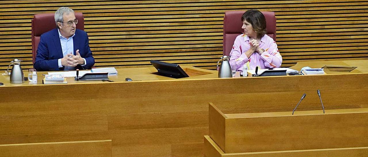 Los expertos piden cohesión a los políticos para salir de la crisis