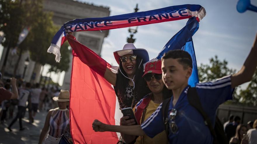 Se desata la locura en París por el pase de la selección francesa a semifinales del Mundial