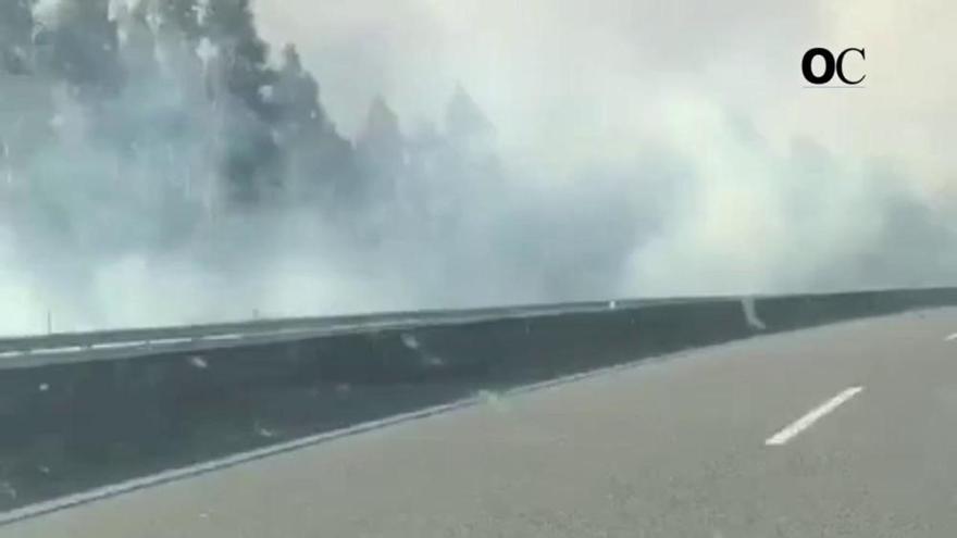Fuego sin control en el incendio de Rianxo y Dodro
