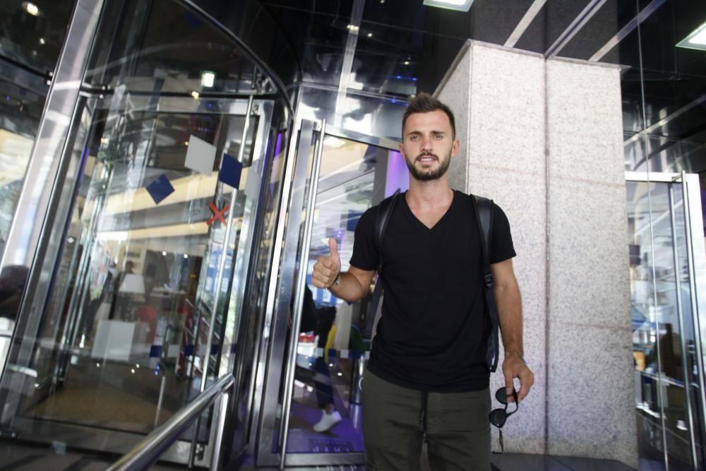 El jugador turco ha sido el primer fichaje pero el último en incorporarse a la plantilla blanquiazul.