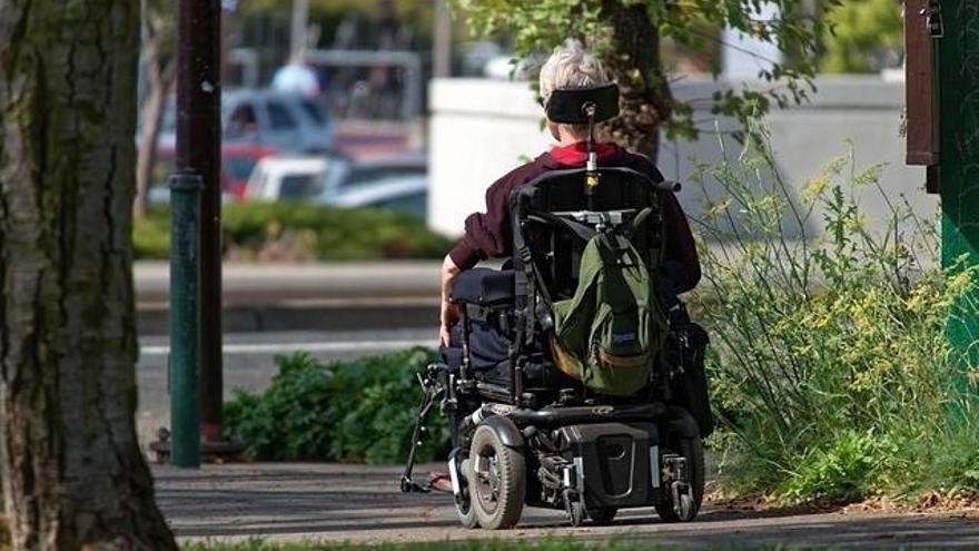 Denuncian que los autobuses alternativos al Cercanías no admiten pasajeros en silla de ruedas