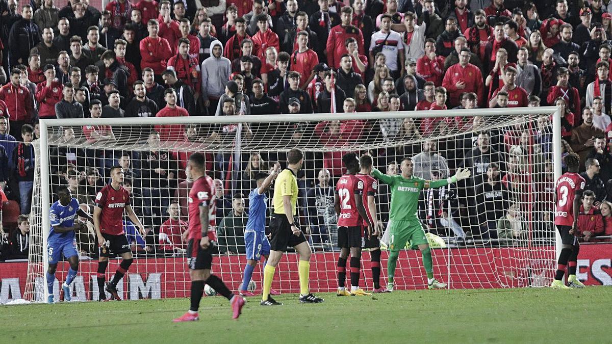Acción del último gol que vio el público en Son Moix antes del inicio del estado de alarma.