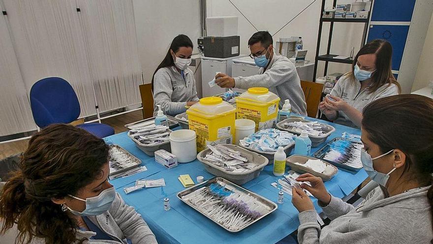 Llegan 40.000 vacunas de AstraZeneca para las segundas dosis de mayores de 60 y grupos esenciales