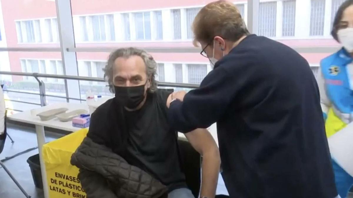 El actor José Coronado durante su vacunación contra el coronavirus.
