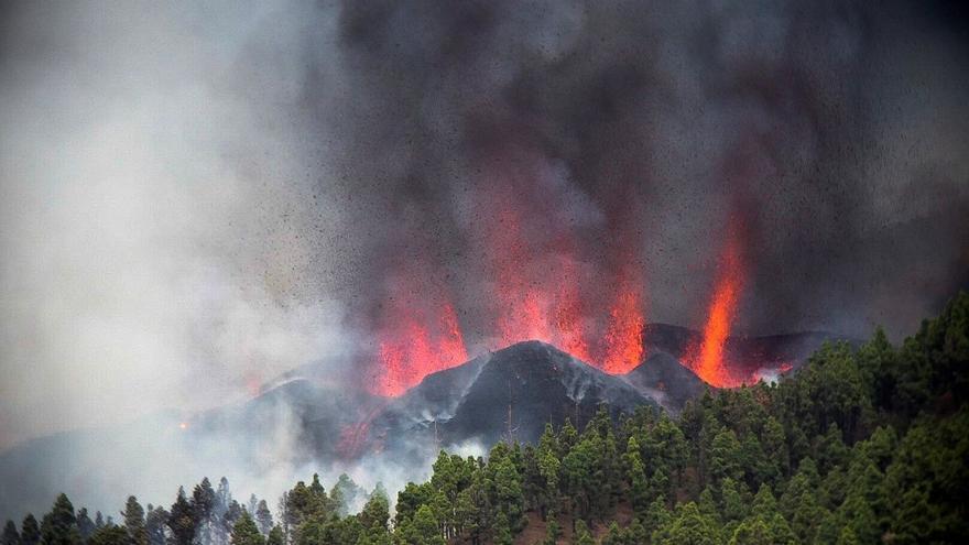 El volcán de La Palma ha lanzado ya a la atmósfera entre 6.000 y 9.000 toneladas de dióxido de azufre