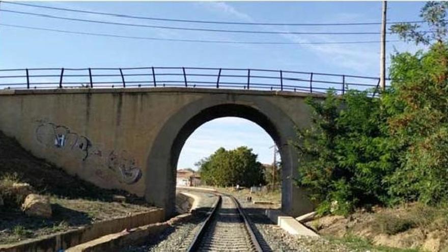 El paso superior junto a la estación de tren de Cariñena se demolerá este fin de semana
