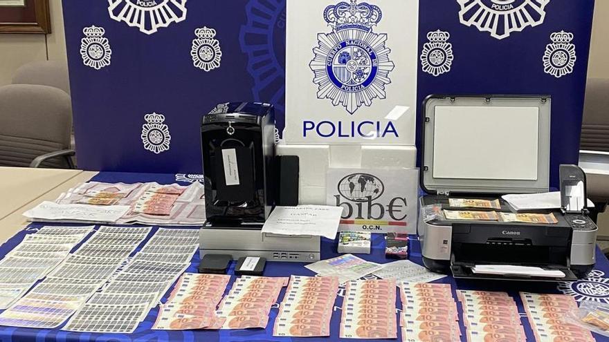 Detenido un menor en Barcelona por fabricar billetes falsos y venderlos por Internet