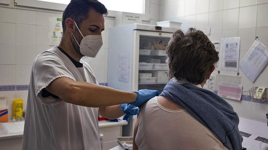 La vacunación reduce la incidencia de casos al mínimo en mayores de 65 años