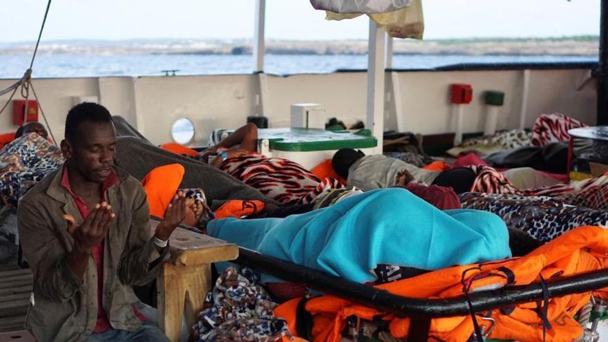 Italia cierra sus puertos al desembarco de migrantes
