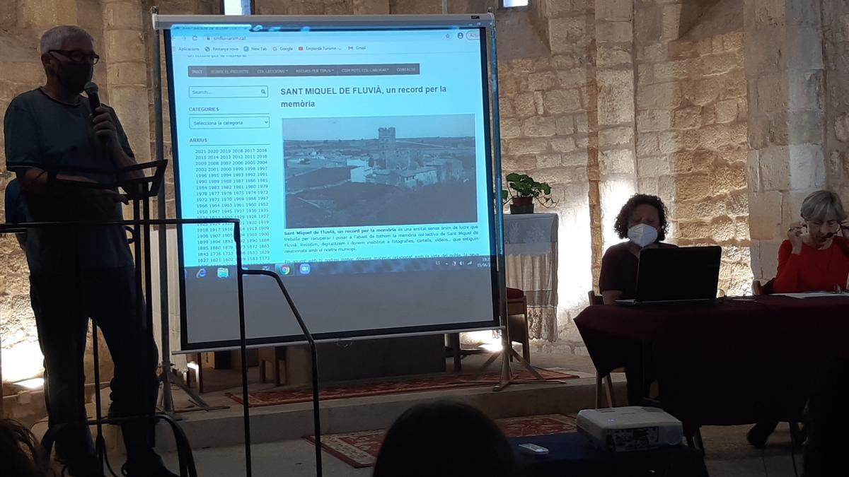 La presentació del nou web de Sant Miquel de Fluvià s'ha celebrat a l'església