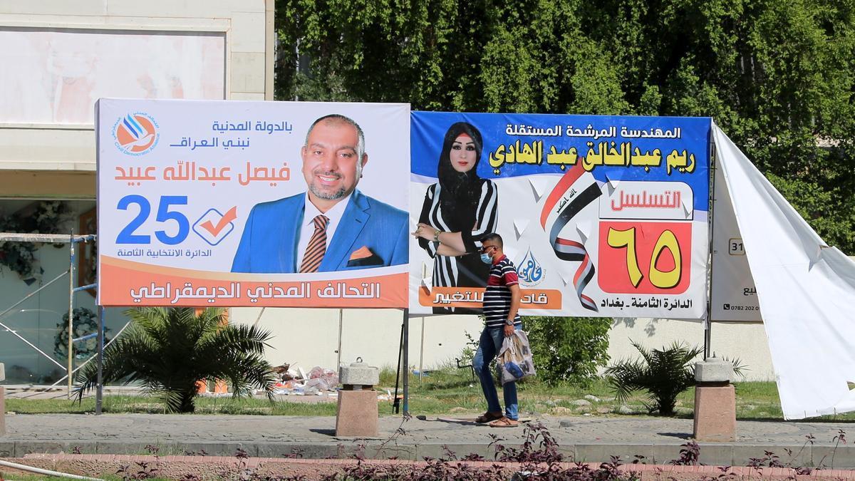 Uno de los carteles con los candidatos a las elecciones parlamentarias en Irak.