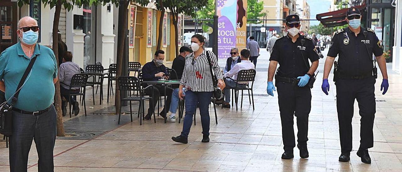 Mayoría de jóvenes entre las mil multas en Gandia por no llevar mascarilla
