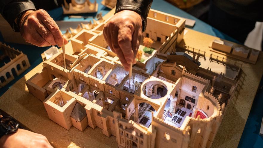 Un zamorano recrea en miniatura las 21 iglesias románicas y la Catedral de Zamora
