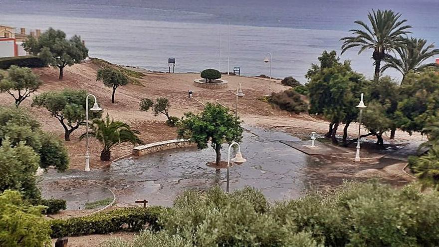 Nuevo cierre de la playa de La Almadraba de El Campello por vertidos fecales