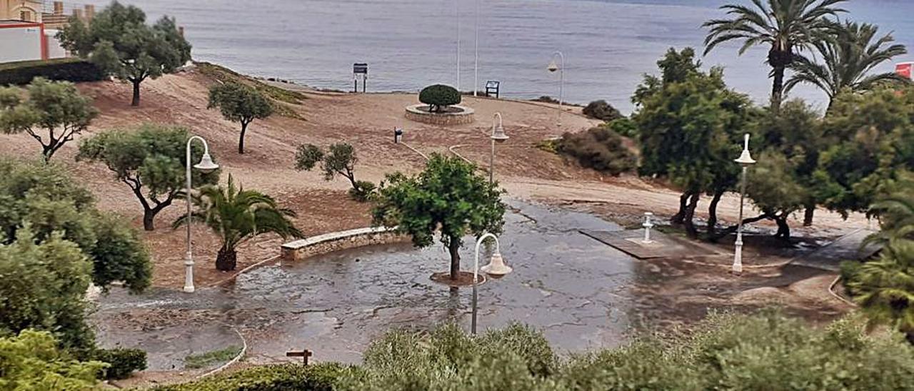 Las aguas de la depuradora rota llegaron al mar.   ÍNFORMACIÓN