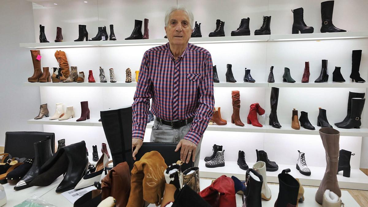 Vicente Arellano, en una de las salas de las oficinas de su empresa Shoozlab, situadas en el Parque Industrial de Elche.