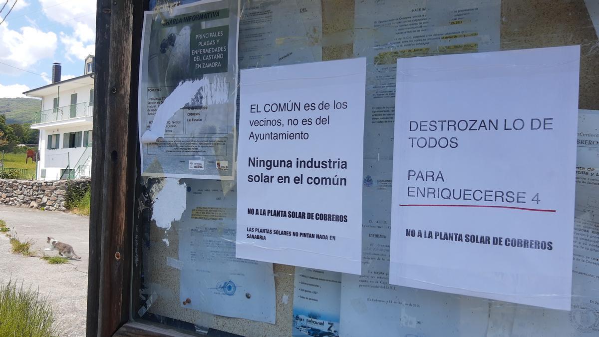 Carteles de protesta contra la fotovoltaica de Cobreros.