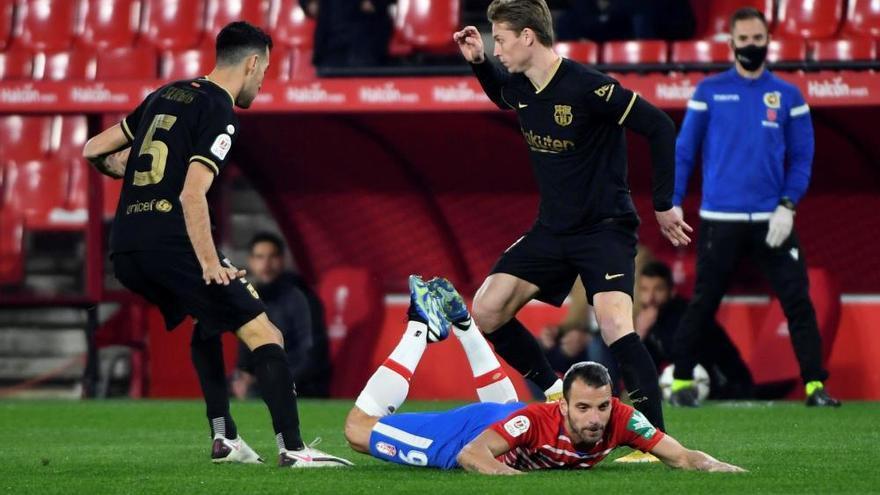 El Barcelona salva su pase a semifinales en Granada con suspense