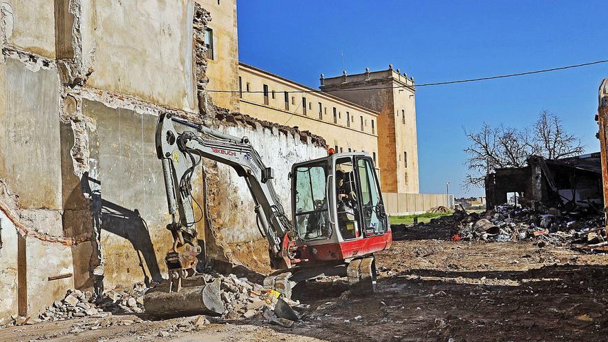Derriban la mayor parte de las viviendas que degradan  San Miguel de los Reyes