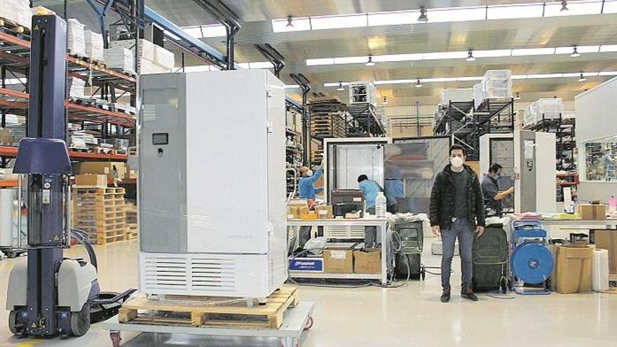 La industria de Lucena responde a la demanda de ultracongeladores para la vacuna