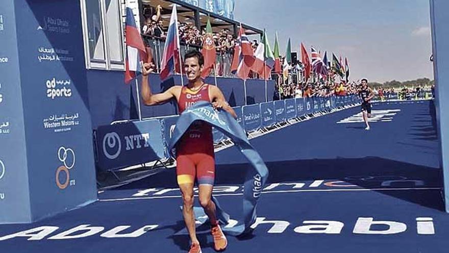 Mario Mola empieza con un triunfo la defensa de su título