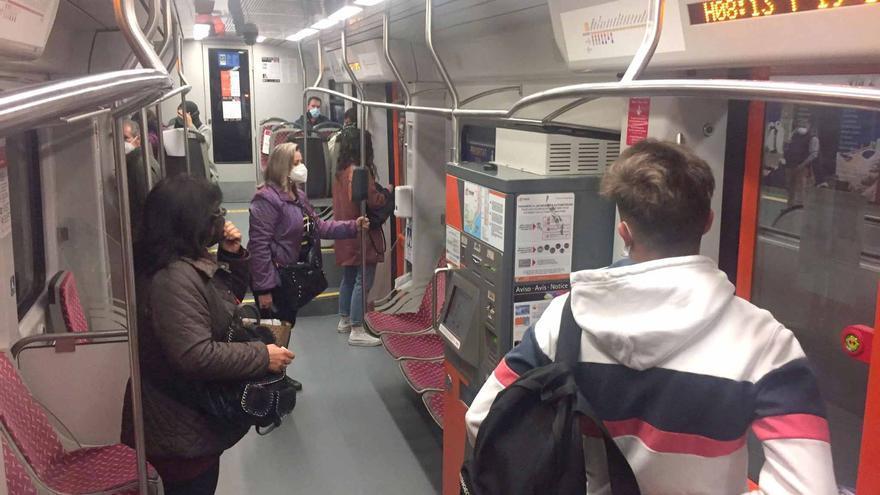 FGV sustituye todos los asientos de los tranvías de Alicante para lograr una limpieza más eficaz