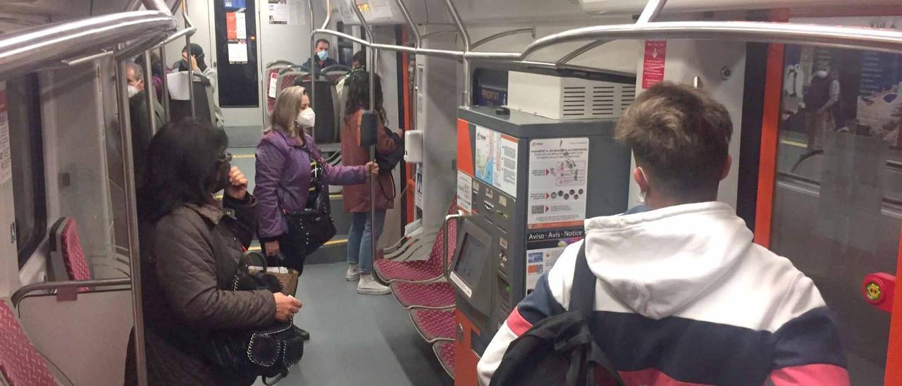 FGV va a sustituir todos los asientos de los tranvía del TRAM de Alicante