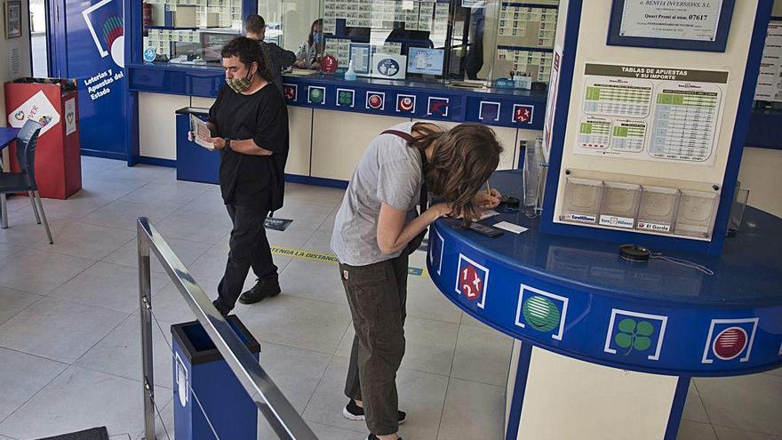 La Loteria Nacional  reprèn el sorteig, i dona aire a un negoci molt tocat per la pandèmia