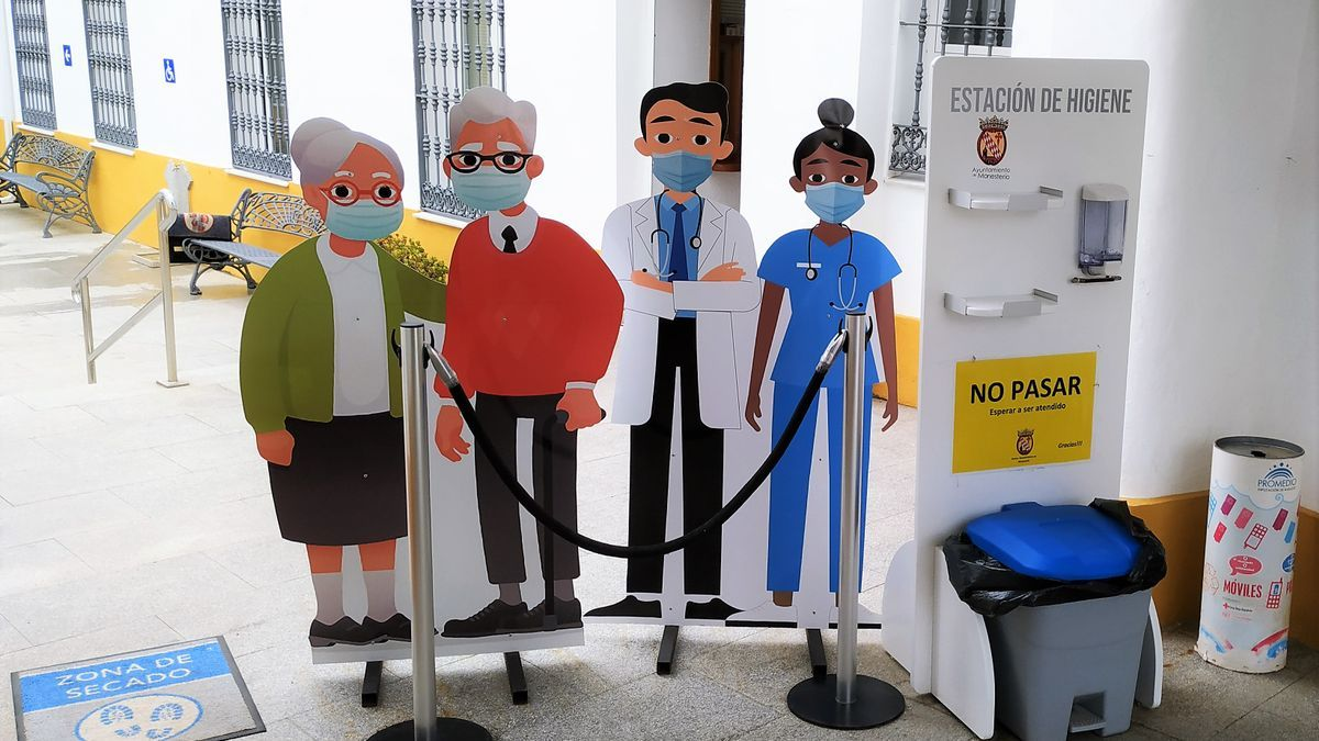 Homenaje a los sanitarios en la entrada del ayuntamiento