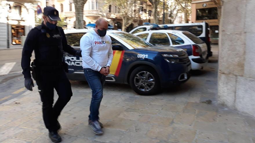 Condenado por arrojarle gasolina a un hombre para quemarlo en Calvià