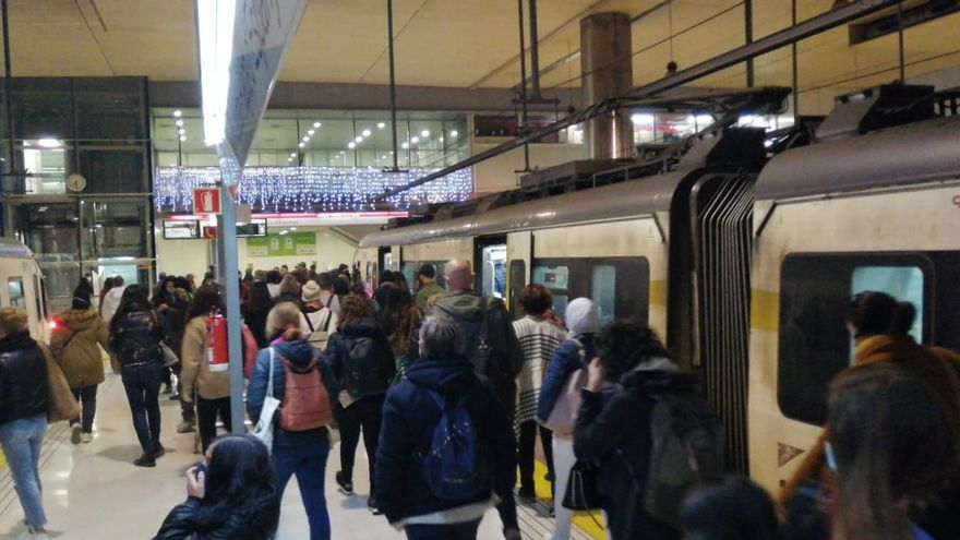 """Usuarios del tren advierten del """"caos"""" del nuevo sistema tarifario"""
