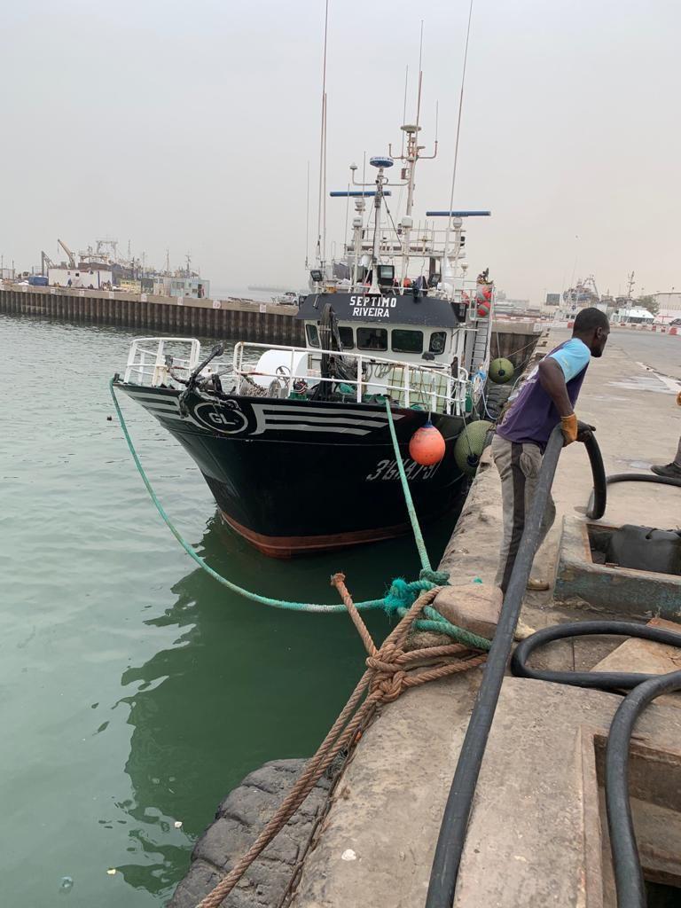 El pesquero Séptimo, en el muelle mauritano