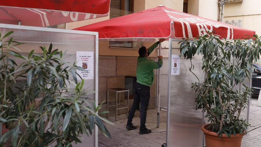 Los hosteleros abren las terrazas en Zamora con el temor a las bajas temperaturas