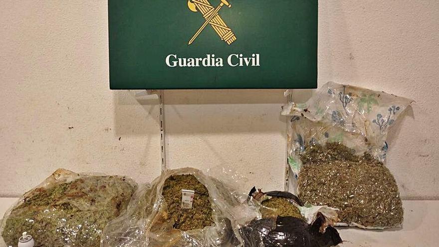 Comissen 12 quilos de marihuana en dos autobusos a la Jonquera