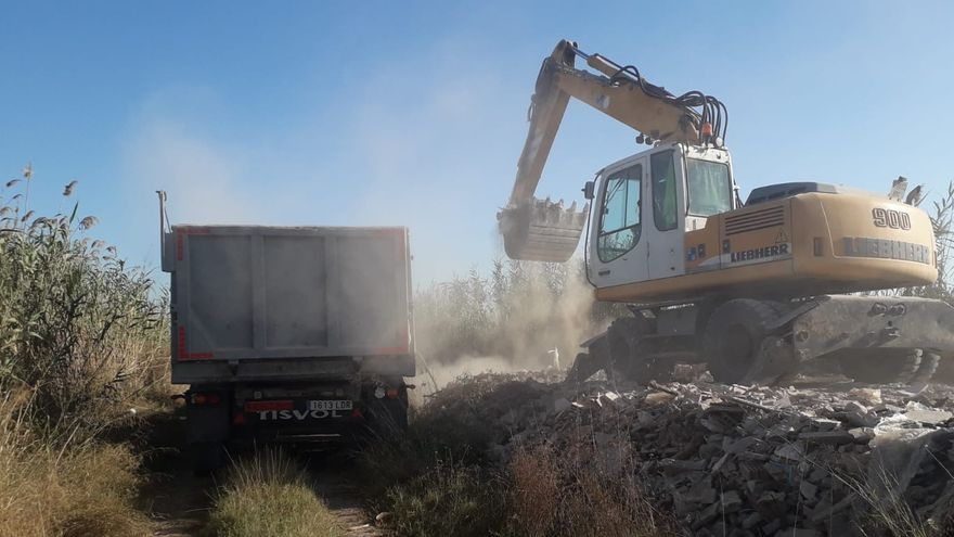 Retiran 1.600 toneladas de vertidos ilegales del Parque Natural de l'Albufera
