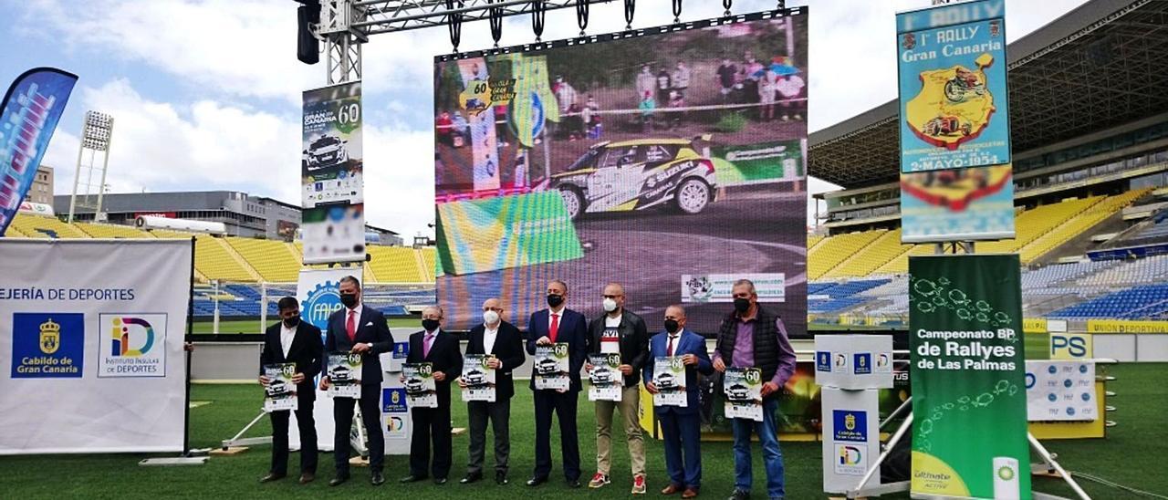 Imagen de la presentación oficial de la edición número 60 del Rally Isla de Gran Canaria, que tuvo lugar ayer sobre el césped del Estadio Gran Canaria.     LP/DLP