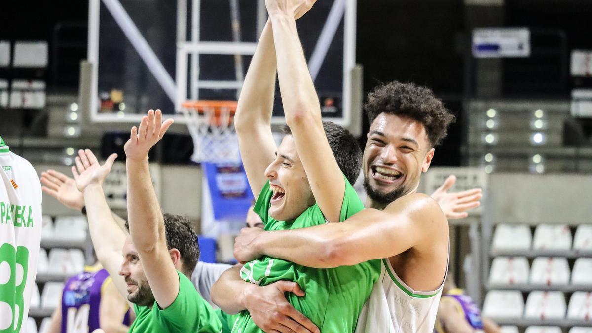 Los jugadores del TAU afrontan con entusiasmo el 'play-off' de ascenso a ACB.
