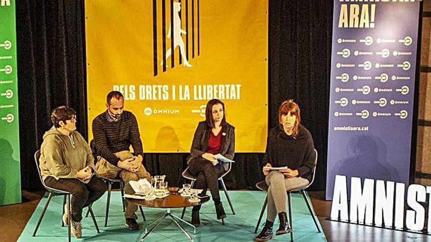 La campanya Amnistia Ara! porta un centenar de persones a l'auditori de la Plana