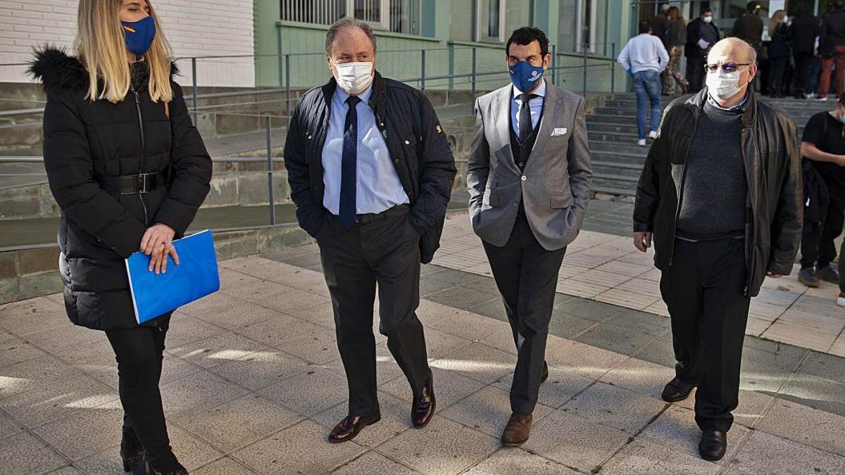 Juan Arroyo a la salida del acto de conciliación en la puerta del Juzgado Ángel Bruna.