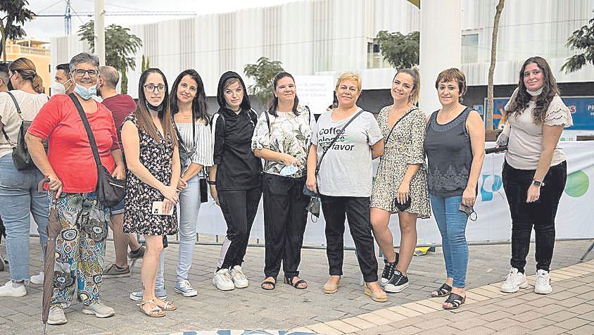 Nunci, Patri, Cristina, Ana, Magdalena, Luna, Cris Ferriol, Amelia y Fiorella, fans de Chenoa.
