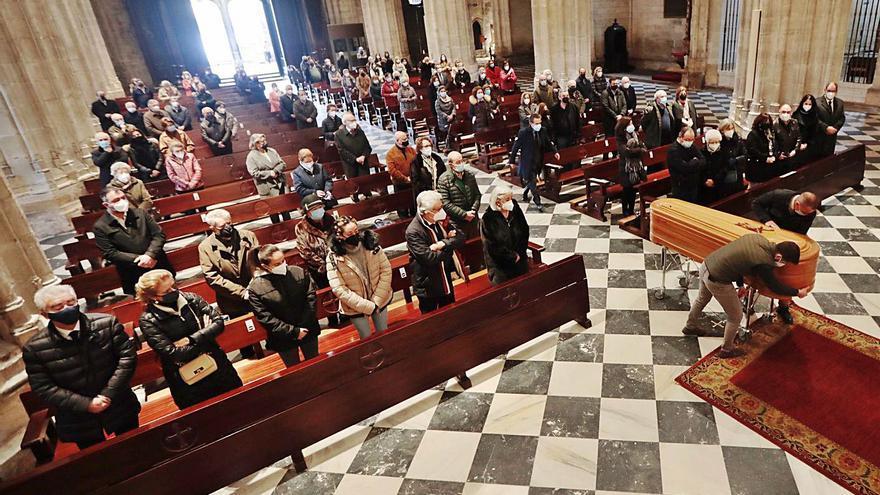 """Sentido adiós en la Catedral a Ramón Platero, un cura de """"exquisita amabilidad"""""""