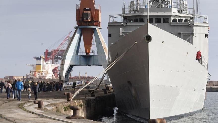 La Armada trae cola en El Musel