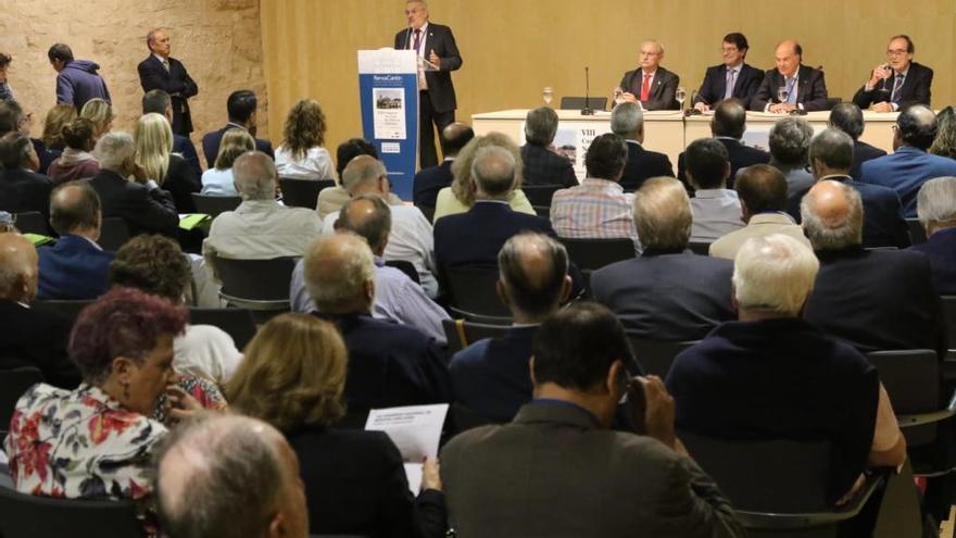 Mañueco urge al Gobierno a convocar más plazas de médicos para asegurar el relevo generacional